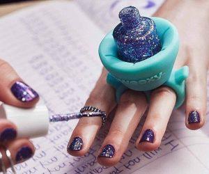 sostenedor de esmalte y pintura de uña como anillo