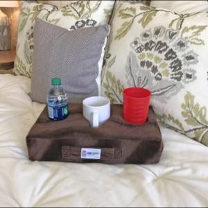 Almohada con portavasos